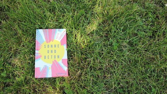 """Buch """"Sonne und Beton"""" von Felix Lobrecht"""