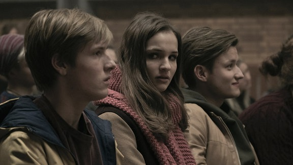 "Louis Hofmann, LIsa Vicari Paul Lux inder Netflix-Serie ""Dark"""