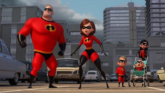 """Die Superhelden-Familie, Bob und Helen mit ihren Kindern, alle haben ihre Kampfanzüge an (Filmszene aus """"Die Unglaublichen 2"""")"""
