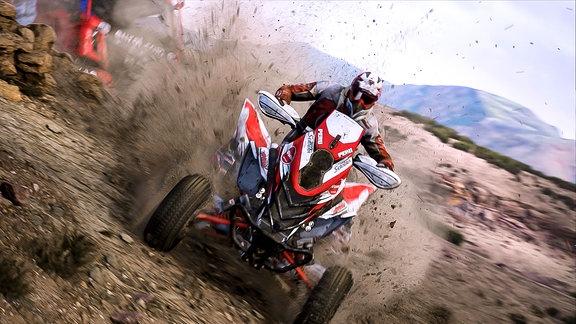Quad rast durch Wüstenlandschaft Screenschot des Games Dakar 18 (für Windows PC, Xbox One, Playstation 4)