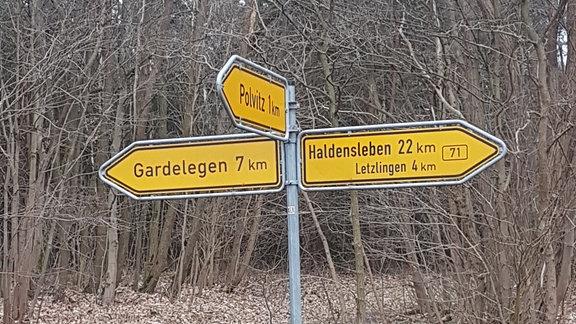 Noch 7 Kilometer bis Gardelegen (Wegweiser)