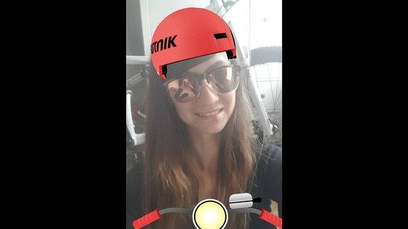 Carina mit dem virtuellen SPUTNIK Fahrradhelm
