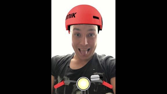 Lukas trägt den virtuellen SPUTNIK Helm