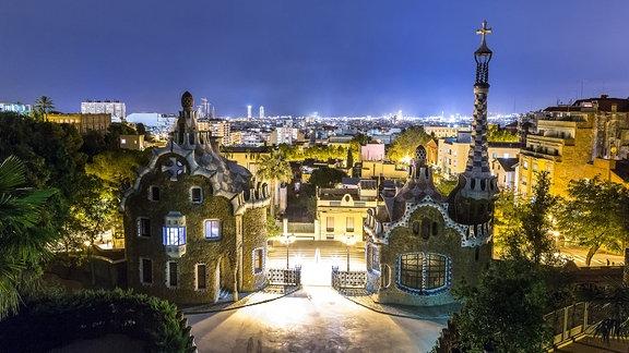 Der Park Guell in einer Sommernacht in Spanien, Barcelona