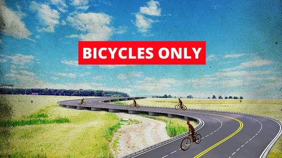 Radfahrer auf einer Autobahn die durch die Landschaft führt.