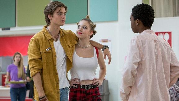 """Elijah Stevenson, Sydney Sweeney und Jahi Di' Allo Winston, Szene aus der SErie """"Everything sucks"""" (Netflix)"""