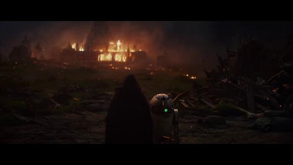 Luke Skywalker und R2D2 vor brennendem Jeditempel (Filmszene)