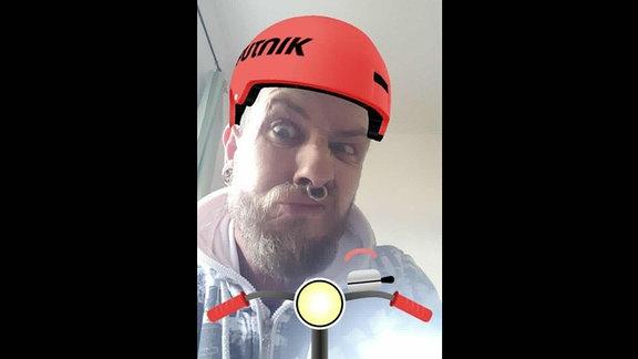 Thomas trägt den virtuellen SPUTNIK Helm