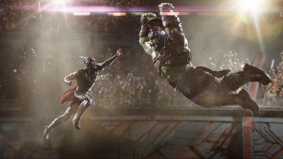 Thor und Hulk (Filmszene aus Thor 3 Ragnarok)