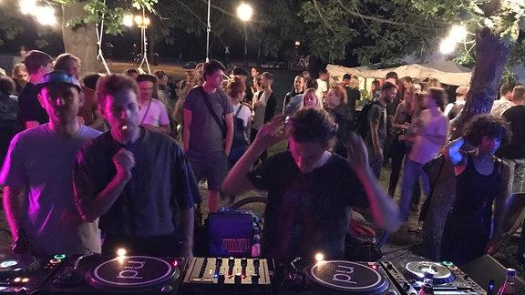 DJs am den Turntables