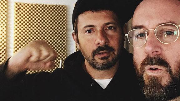 K.Paul und Jeremy P Caulfield als Selfie.