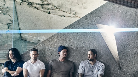 Die vier Mitglieder der Band Angels & Airwaves.