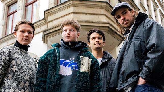 Die vier Mitglieder des Dredner Soundkollektivs 01099: Dani, Gustav, Paul und Zachi.