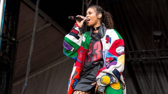 Aluna Francis von der Band AlunaGeorge performed live beim Lollapalooza Festival in Chicago.