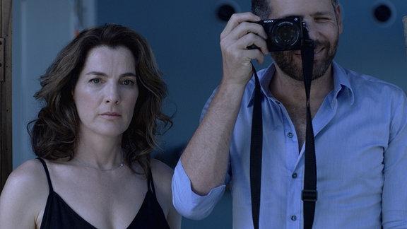 Losing Alice ist ein israelischer Psychothriller-Serie über die 48-jährige Regisseurin Alice, die eine krankhafte Obsession für die junge Autorin Sophie entwickelt.