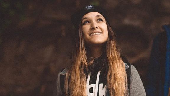 Saya Noe ist eine Musikerin, Produzentin und Twitch-Streamerin aus Ungarn.
