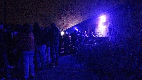 Schlange vorm Geheimclub in Magdeburg