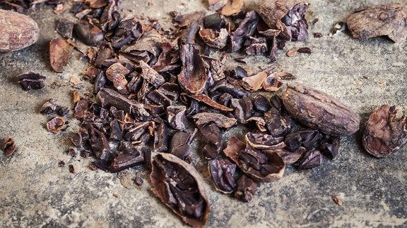Kakao-Nibs - getrocknete Stücke der Kakaobohne