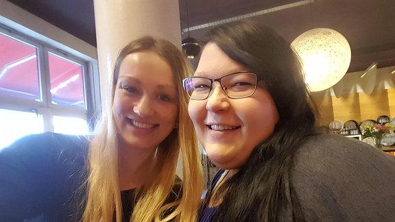 SPUTNIKerin Laura mit Anna aus Leipzig, die an Lipödem leidet.