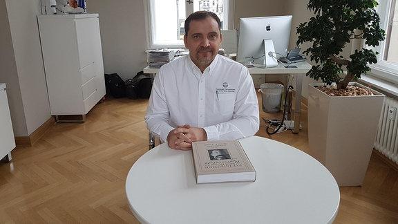 Dr. James H. Völpel aus Leipzig