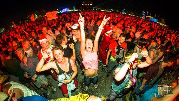 Publikum vor der Mainstage des SPUTNIK SPRING BREAK 2013