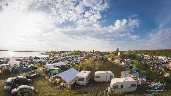 Der Campingplatz auf dem Festivalgelände am Goitzschesee