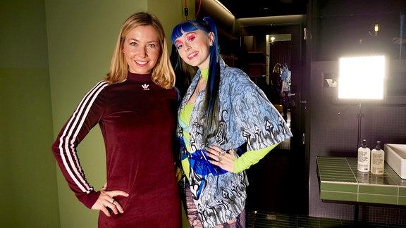 SPUTNIKerin Sissy und Sängerin / Rapperin Ashnikko beim Interview für Illegale Fragen.