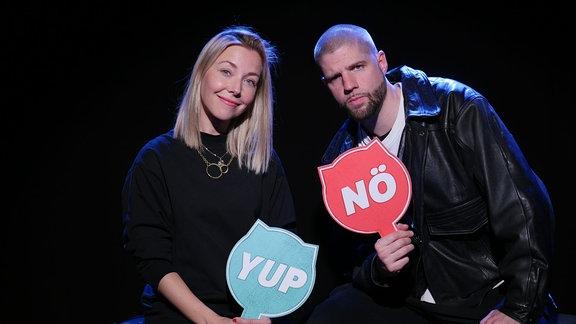 Sissy Metzschke  und Tua bei den Illegalen Fragen.