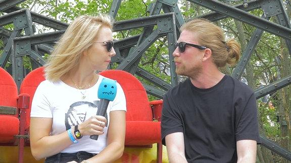 Sarazar und Moderatorin Sissy Metzschke bei den Illegalen Fragen.