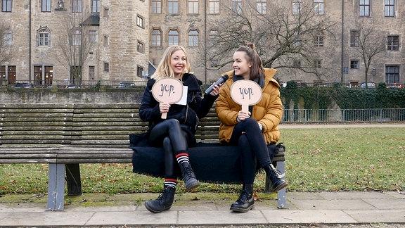 Lotte und Sissy im Interview vor dem Schloss Merseburg